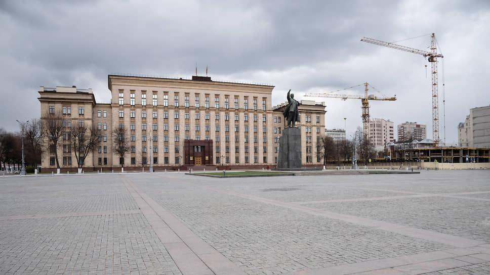 В нынешнем году площадь Ленина на 9 мая останется без праздничных мероприятий. Власти напоминают воронежцам о необходимости оставаться дома