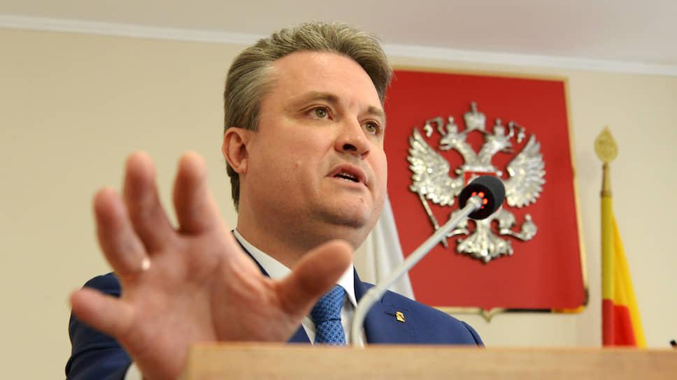 11 апреля 2018 года господин Кстенина официально вступил в должность мэра после того, как его выбрали депутаты городской думы. Он стал первым главой Воронежа, которого не избирали жители на всенародном голосовании