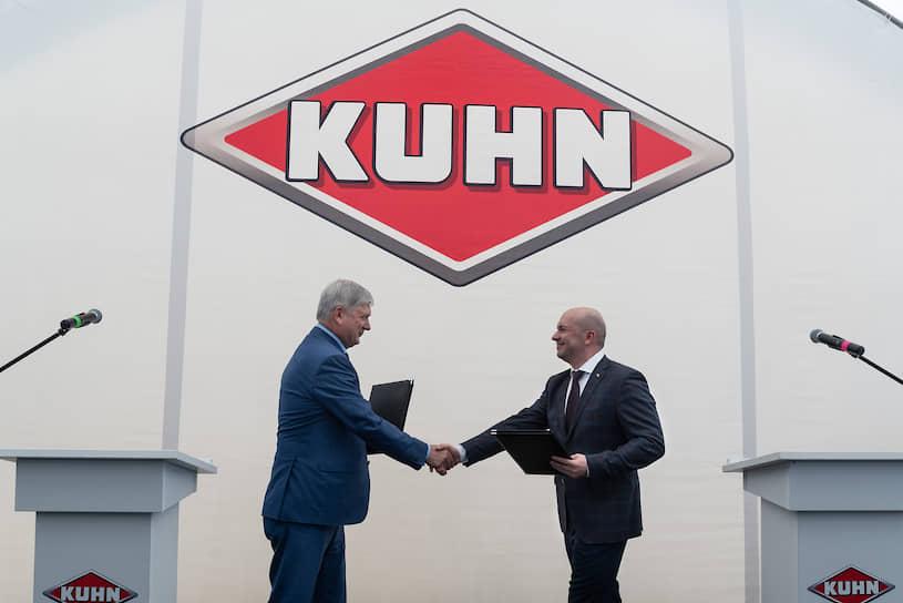 Господа Гусев и Манзюк подписали соглашение о сотрудничестве между правительством региона и компанией