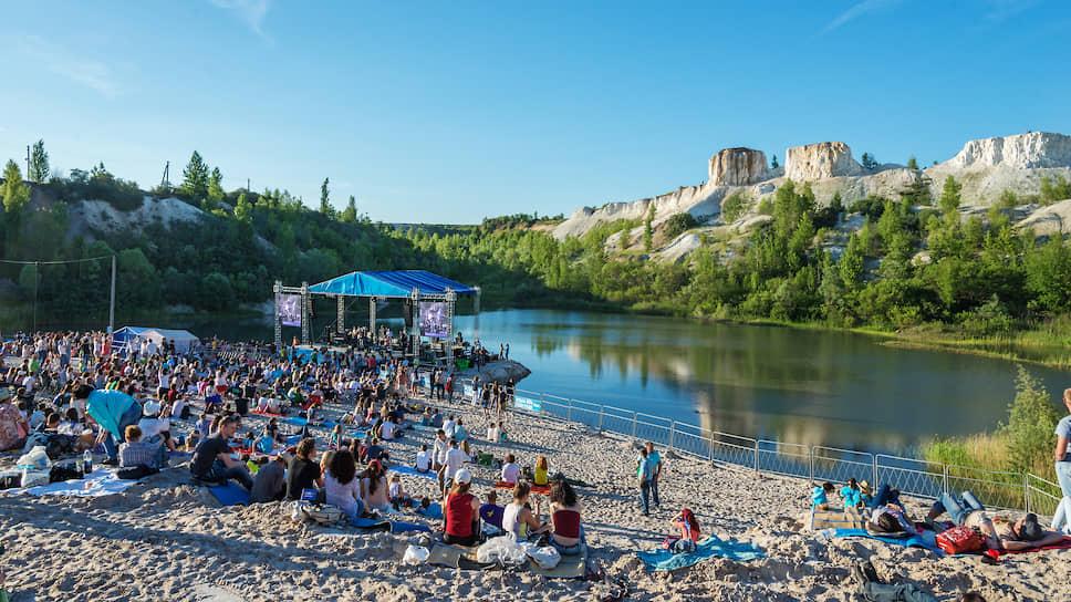 В 2015 году «Музыка мира» была представлена еще одним форматом — однодневным опен-эйром в спорткомплексе «Белый колодец», расположенном в нескольких километрах от Воронежа. Это событие традиционно становится одним из самых посещаемых