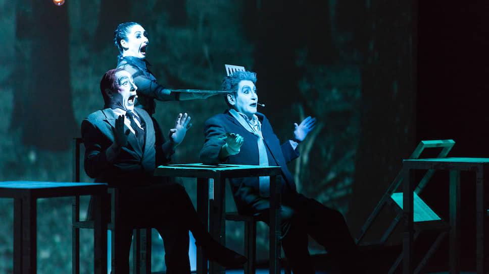 Платоновский фестиваль не перестает прививать авангардное искусство. В 2016 году форум официально открылся спектаклем Роберта Уилсона «Носороги» по пьесе Эжена Ионеско, поставленным для Национального театра Крайовы (Румыния)