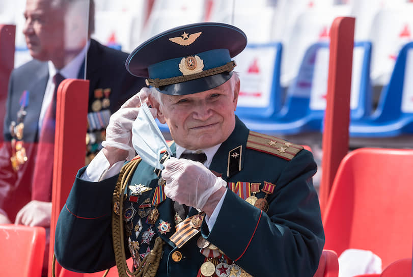 Среди гостей были ветераны Великой Отечественной войны, ветераны Вооруженных сил СССР и РФ, участники боевых действий, а также чиновники и депутаты