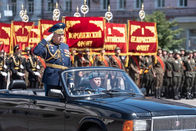 Впервые на параде пронесли штандарты десяти фронтов заключительного этапа войны