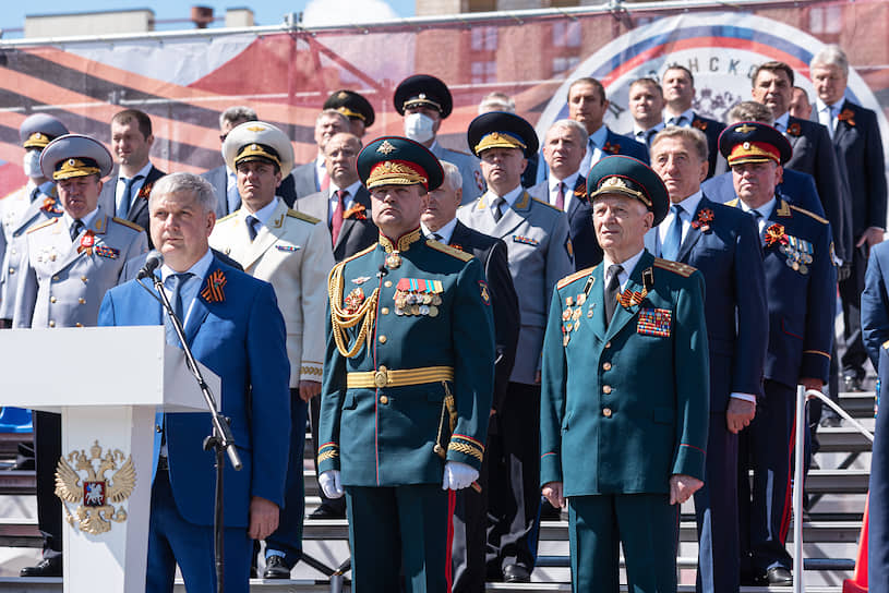 Губернатор Александр Гусев во время выступления