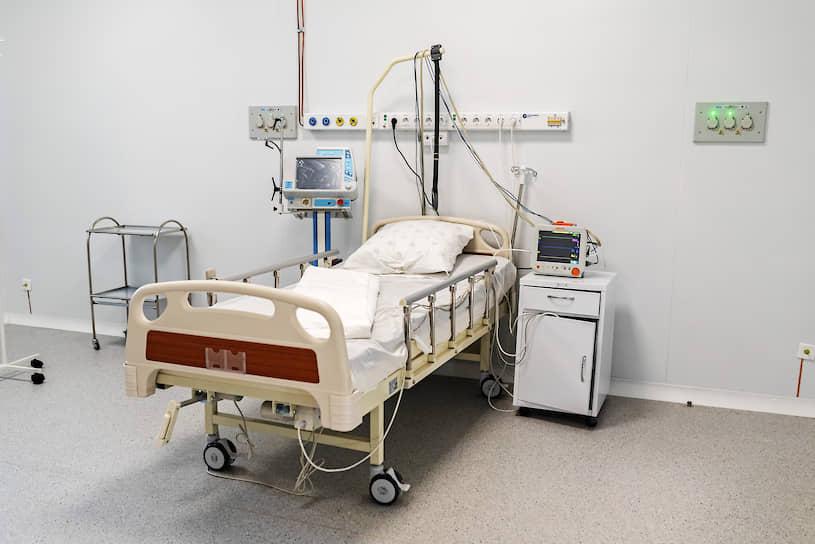 Кроме того, в медцентре оборудованы 20 реанимационных коек: для них выделено 20 отдельных боксов
