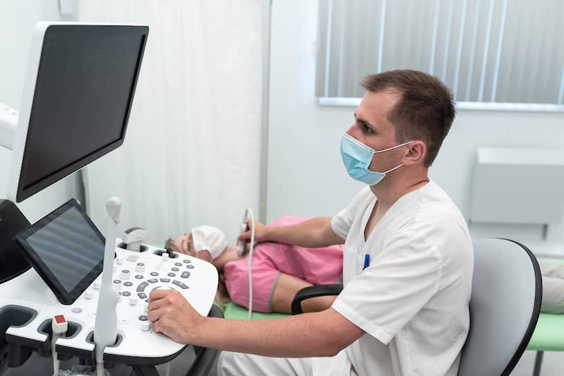 По штатному расписанию в центре работают 60 врачей, 92 медсестры и 20 санитарок