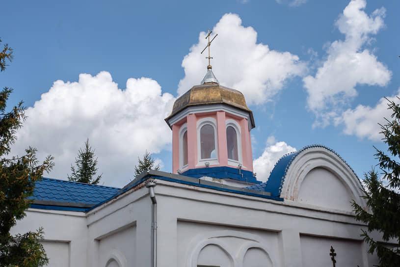 Отбывающие наказание в ИК-4 могут стать членами православного общества, посещать местный храм Великомученика Георгия Победоносца.