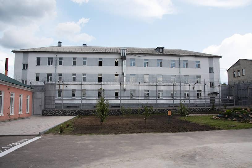 Гордость ИК-4 — недавно отремонтированное здание восьмого отряда, в котором содержались братья Кокорины и Павел Мамаев.