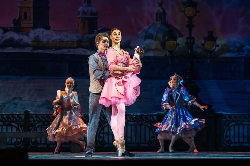 Художником по костюмам стала Ольга Полянская, также работающая в «Кремлевском балете»