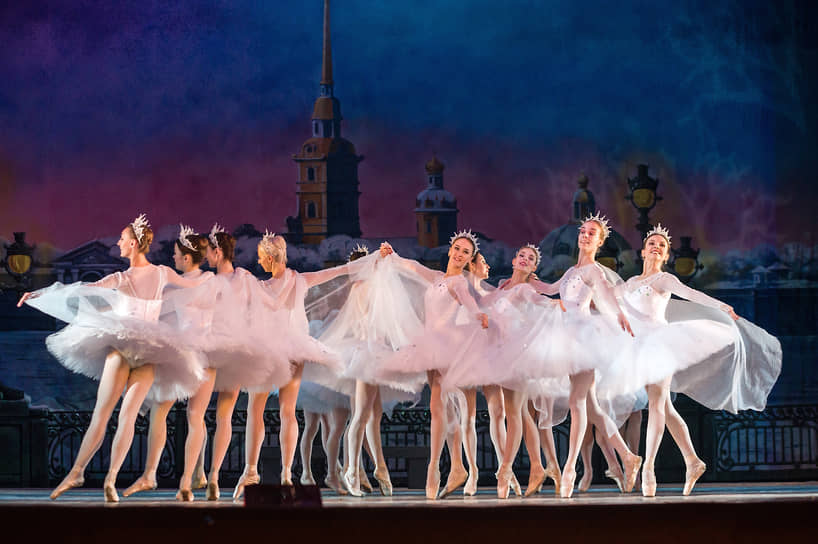 Дирижером-постановщиком выступил Данила Серганин, в 2020 году ставший штатным сотрудником воронежского театра оперы и балета