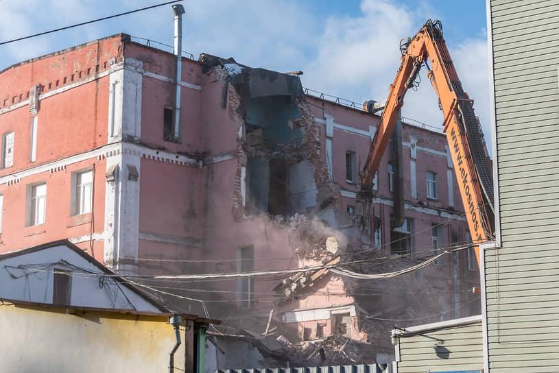 В конце ноября 2020 года начался снос обладающего признаками объекта культурного наследия хлебозавода в центральной части Воронежа.