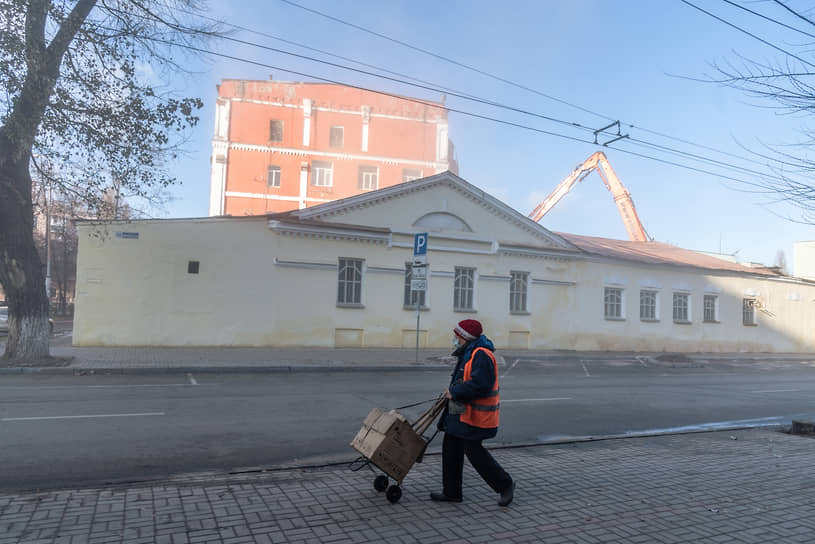 Выкупившее участок на улице Фридриха Энгельса, 88 ООО «Выбор», по мнению чиновников, должно было согласовать свои действия с управлением.