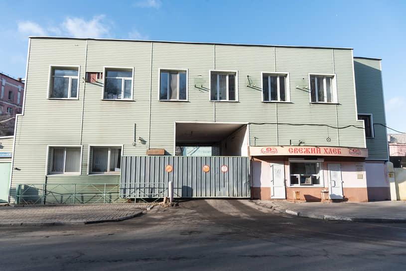 О возможной застройке площадки хлебозавода было известно давно. Прежний владелец предприятия Валерий Чешинский несколько лет назад заказывал проекты застройки своих промплощадок в Воронеже.
