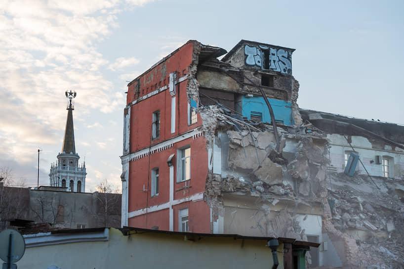 Строители разрушили «Комплекс зданий паровой мельницы Третьего товарищества» XIX века, который был включен в перечень объектов, обладающих признаками культурного наследия, в конце октября.