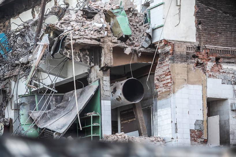 Учитывая значительную долю уже демонтированных зданий, господин Гусев упомянул, что «не этично было бы сохранить фундамент» (включив его в реестр ОКН). «Не могу взять на себя роль человека, который выскажет окончательное решение»,— сказал Александр Гусев.