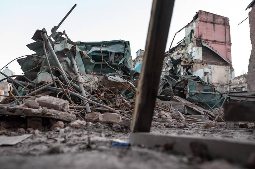 Работы по демонтажу построек начались 20 ноября. Одной из первых была разрушена старинная дымовая труба, что вызвало резкую критику общественности в соцсетях.
