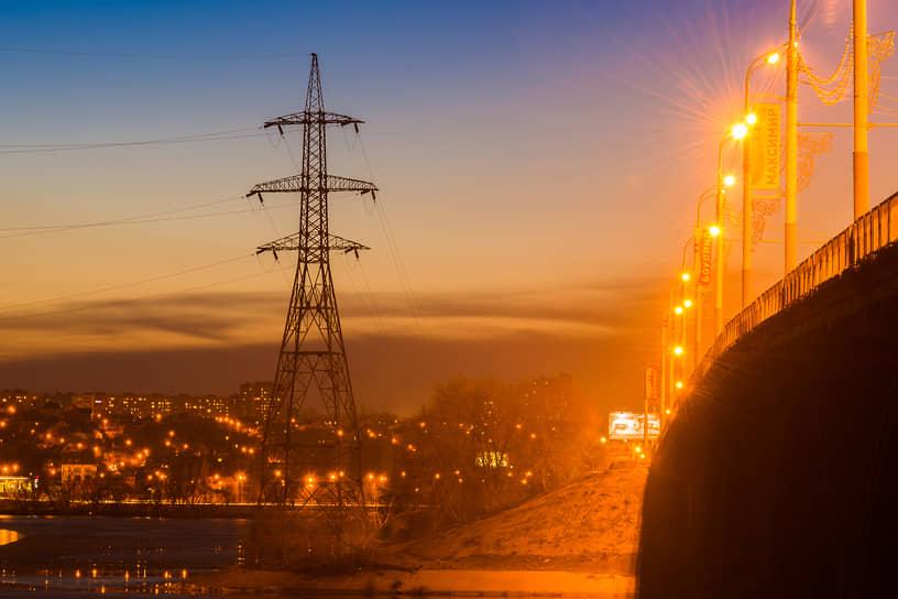 Воронежская государственная районная электростанция (ВОГРЭС), выведенная на проектную мощность в 1939 году, дала имя одному из ключевых мостов областного центра. Рядом с ним по сей день возвышаются опоры линии электропередач