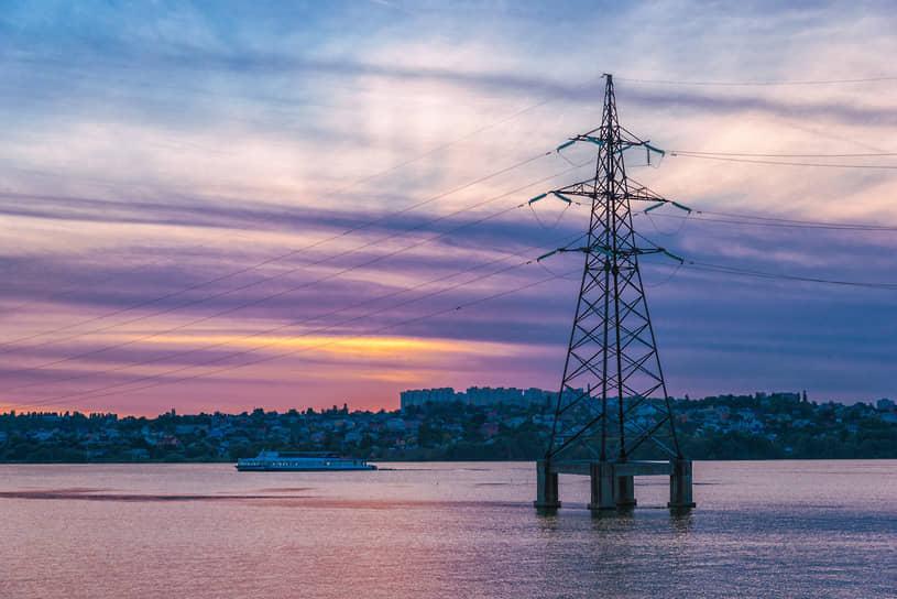 Опора линии электропередач на воронежском водохранилище