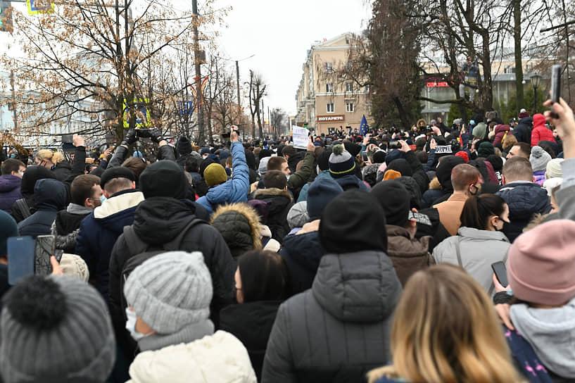 Протестующие скандировали «Свободу!», «Перемен!» и «Россия без царя!»