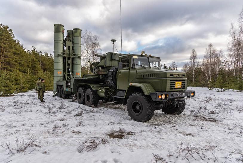 Учения по развертыванию зенитно-ракетного комплекса С-300 на стартовых позициях под Воронежем