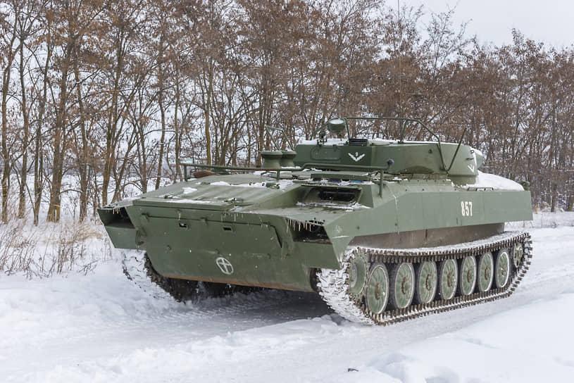 Самоходная установка разминирования УР-77 на учебных занятиях в Воронежской области