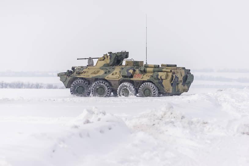 БТР-82А во время маневров на полигоне под Богучаром Воронежской области