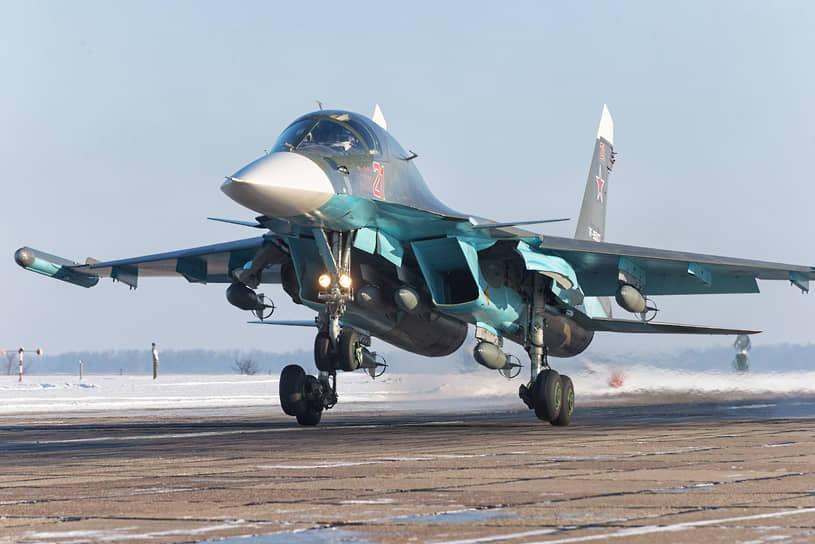 В воронежском небе чаще, чем истребители, появляются бомбардировщики. С аэродрома в Бутурлиновке поднимаются Су-34