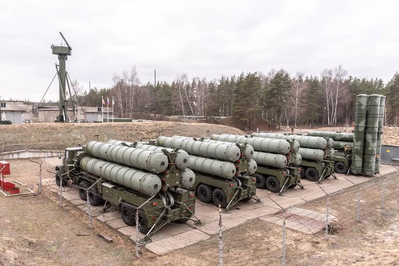 Среди техники, стоящей на вооружении в подразделениях в Черноземье, есть та, которая не выходит на парады 9 мая в столице макрорегиона. Без перерыва под Воронежем дежурят расчеты зенитно-ракетных комплексов С-300ПМ-2
