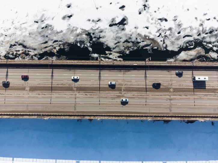 Виды Воронежа. Ледоход на Воронежском водохранилище. Вогрэсовский мост