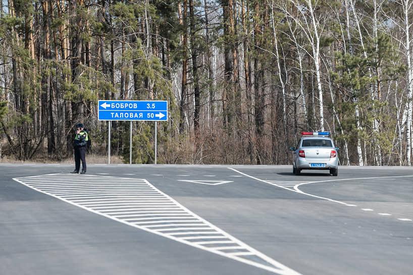 Дорога призвана вывести транспортные потоки из центра Боброва и распределить их на окраины, улучшив транспортную ситуацию в городе. Ее протяженность составляет почти 10 км с расчетной скоростью движения 120 км/ч.