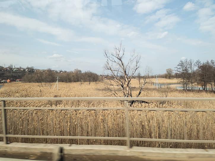 Сложность строительства была связана с производством работ в подтопляемой пойменной части реки Битюг.