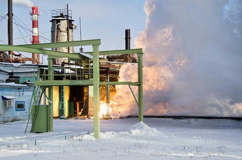 Проведение огневых испытаний двигателя для третьей ступени пилотируемых ракет-носителей «Союз» на испытательном комплексе Конструкторского бюро химавтоматики