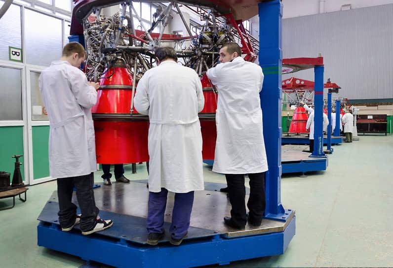 Работа цеха сборки двигателей для космических ракет-носителей Конструкторского бюро химавтоматики