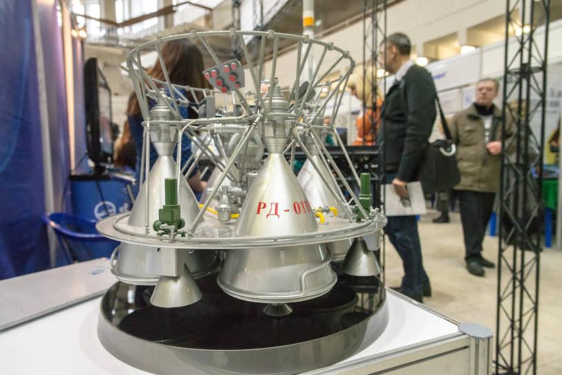 Макет жидкостного ракетного двигателя РД-0110 (11Д55), который применяется в качестве двигателя третьей ступени ракеты-носителя «Союз» (для пилотируемых пусков) и ракеты-носителя «Прогресс» (для грузовых пусков)