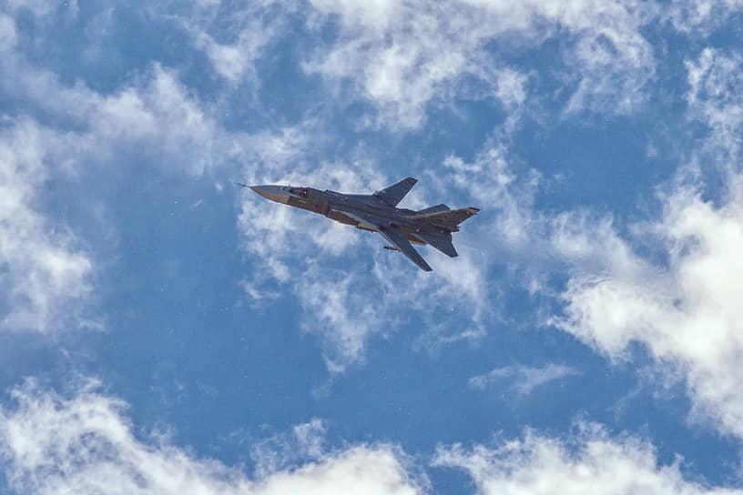 Фронтовой бомбардировщик Су-24М в воронежском небе
