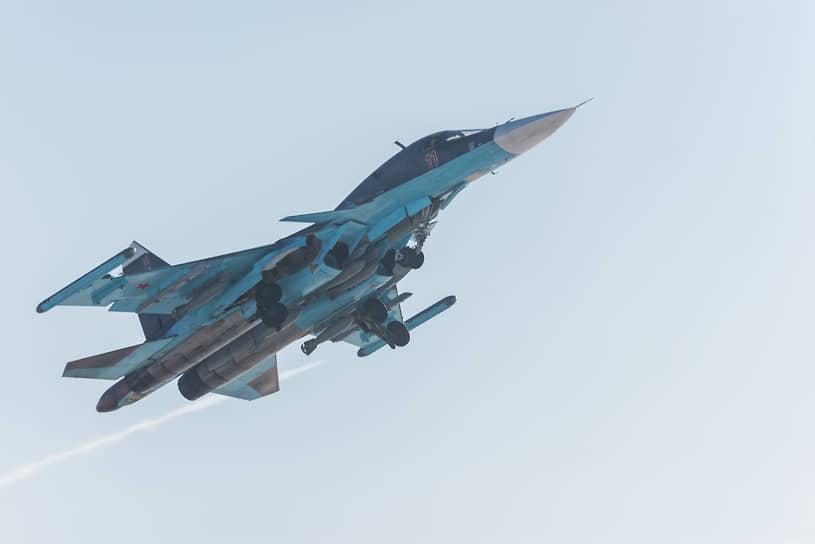 Фронтовой бомбардировщик Су-34 в воронежском небе