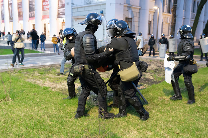По информации мэрии Воронежа, несанкционированная акция собрала в этот раз около 200 человек — «незначительное количество участников, завершилась к 20.00, прошла без эксцессов».