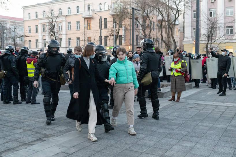 В мэрии Воронежа полагают, что участников акции не задерживали, а «приглашали для профилактических бесед», после которых отпустили по домам.