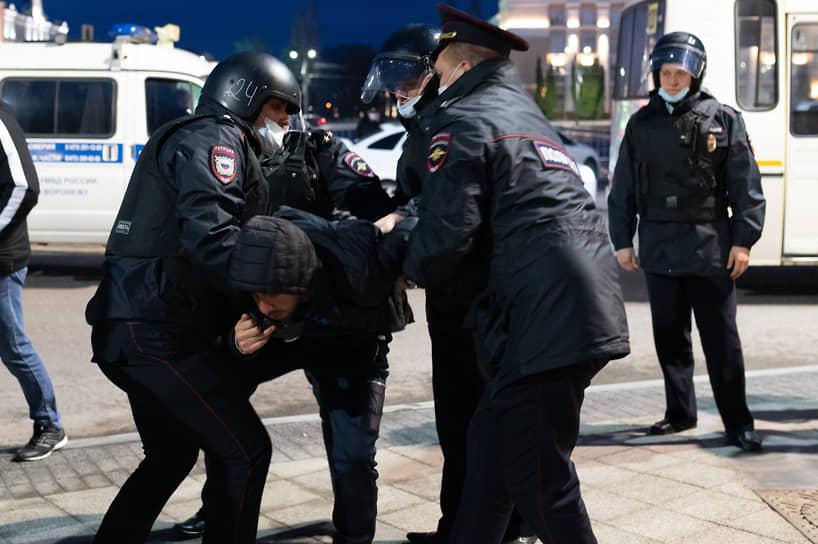 Участники шествия по Плехановской дошли до Заставы и повернули обратно в сторону площади Ленина.
