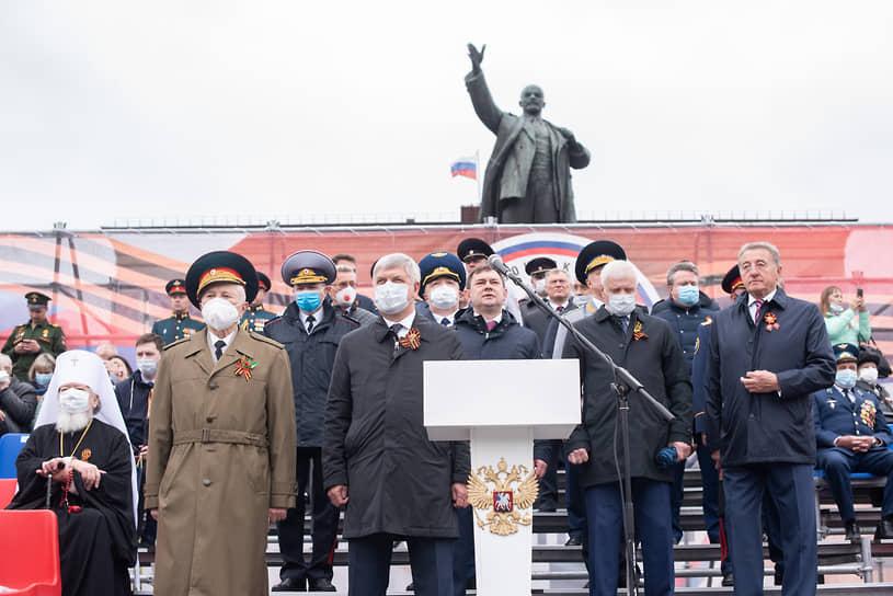 Парад Победы традиционно начался на главной площади Воронежа в 10:00