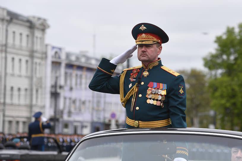 Объезд войск принимающим и командующим парадом