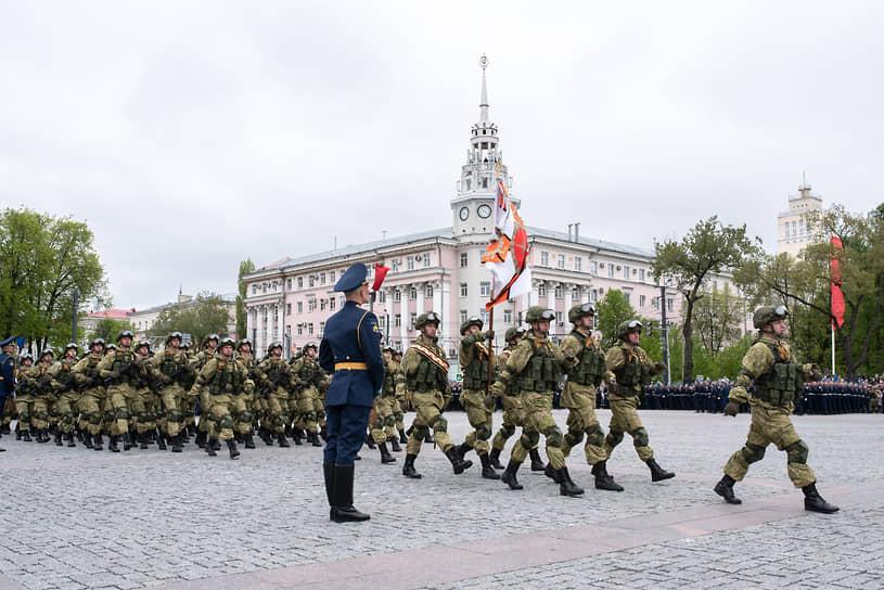 Военнослужащие 20-й гвардейской общевойсковой армии были представлены несколькими сводными ротами, в том числе одетыми в элементы комплектов боевой экипировки «Ратник»