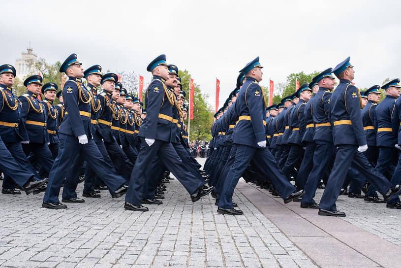 Большая часть сводных рот наряду с военнослужащими 20-й армии пришлась на курсантов и офицеров воронежской Военно-воздушной академии