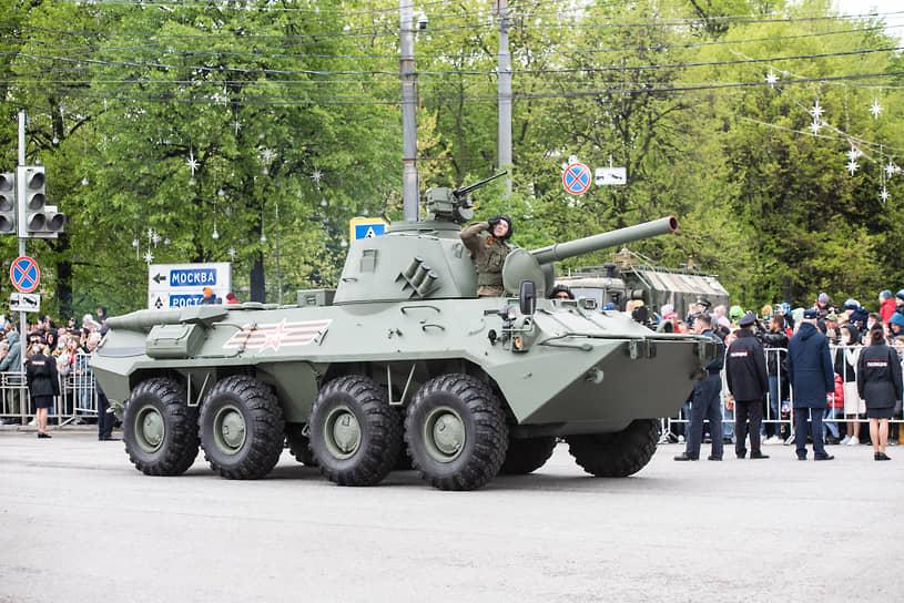 Самоходное артиллерийское орудие «Нона» на площади Ленина