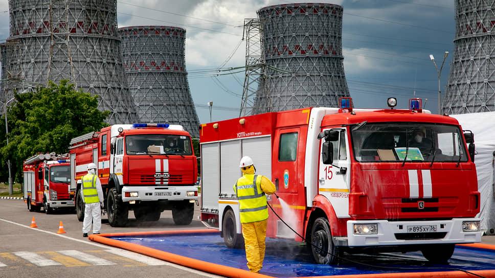 По сценарию первого дня учений, из-за землетрясения были отключены все энергоблоки НВ АЭС