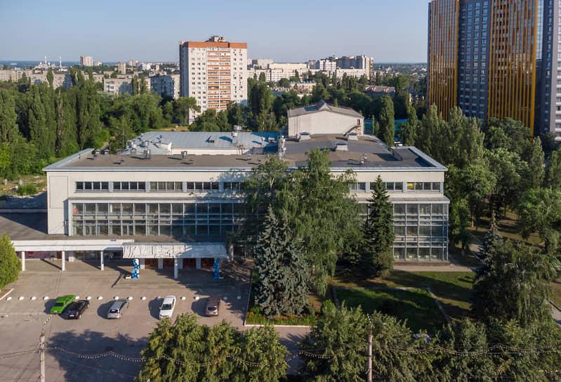 Приобрести ДК также пыталась ГК «Развитие» Сергея Гончарова (предложила 498,3 млн руб.) и еще ряд более скромных участников строительного рынка