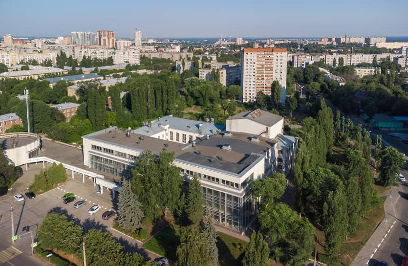Дворец был «центром культурного отдыха и проведения достойного досуга для работников» КБХА.