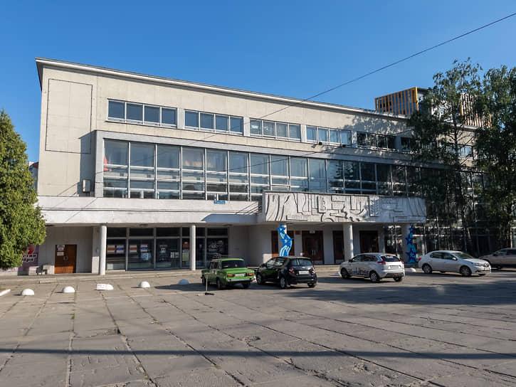 Дворец культуры им. 50-летия Октября построен в 1967 году и стал одной из самых востребованных концертных площадок Воронежа в эпоху СССР