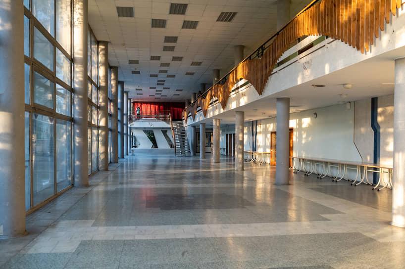 Зал ДК рассчитан на 1,1 тыс. мест, в нем изначально проходили массовые мероприятия, акции и выступления профессиональных артистов для работников местного Конструкторского бюро химавтоматики.
