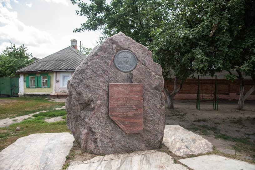 Острогожск. Памятный камень на месте встречи императора Петра I и украинского гетмана Ивана Мазепы